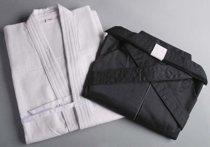 White Kendogi (Keikogi) and black Hakama for beginner