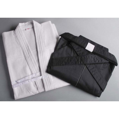 White Kendogi (Keikogi) and black Hakama for beginner